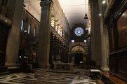 90 -Genova. L'interno della cattedrale, una delle tre navate.