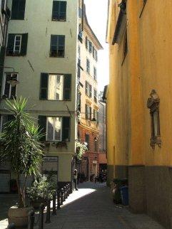 16 -Genova-centro_storico-via_della_maddalena