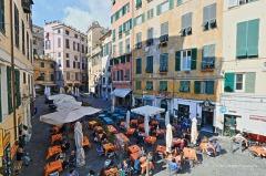 17 -Genova. Piazza delle erbe, divenuta-negli-ultimi-anni-uno-dei-centri-della-movida-genovese