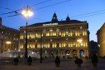 39 -Genova, panorama della piazza de Ferrari-verso-sera-con-scorcio-del-sestiere-del-molo-in-fondo-a-destra-tra-palazzo-della-regione-liguria-a-sinistra-e-palazzo-ducale-a-destra