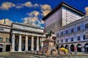 41 -Genova, piazza de Ferrari il-teatro-carlo-felice-e-la-statua-a-garibaldi-nel-lato-nord-occidentale-della-piazza