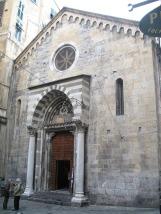 25 -Genova. Piazza San Donato dove si affaccia la chiesa Di San donato.