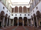 51 -Genova, palazzo ducale-il_cortile_maggiore_e_sullo_sfondo_il_cortile_minore