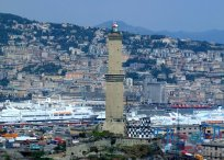 """6 -Genova. Prova della vocazione marinara di questa città è il suo faro, chiamato comunemente """"la Lanterna"""", da sempre il simbolo di Genova. Alta 77 metri, la storica torre sorge sui resti di una collina di 40 metri per cui si trova a circa 177 metri sul livello del mare."""