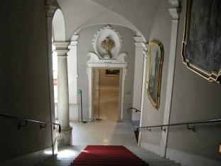 66 -Genova. Lo scalone del palazzo Rosso