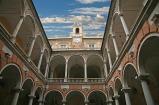79 -Genova. Il palazzo Doria-Tursi . Il cortile rettangolare sopraelevato su due piani