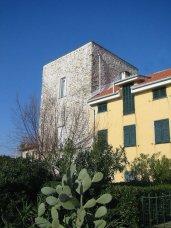 49-Imperia,frazione-di-poggi-la-seicentesca-torre-saracena Bonazza o dei Roncalli-ora-riadattata-come-abitazione.