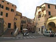 43 -Imperia, antica piazza e via strafforello centro urbano di Parasio, sullo sfondo la mediovale porta martino