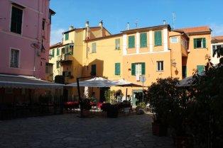 54 -Imperia, borgo-marina- piazzetta