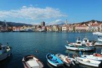 3 -Imperia, porto-di Oneglia. Luogo molto caratteristico, il porto di Oneglia è delimitato dai meravigliosi portici di Calata Cuneo sormontati da pittoresche abitazioni tipicamente liguri.