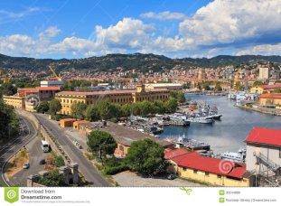 3 -La Spezia. Affacciata sul bellissimo Golfo dei Poeti, così denominato da Sam Benelli, La Spezia è una piccola città che offre diverse cose interessanti da vedere e da fare.