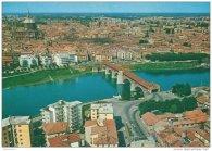 1 -Pavia, posta sul fiume Ticino e veduta del ponte coperto