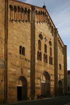 5 -Pavia,, veduta di San_Michele_Maggiore,_ il più famoso e importante monumento religioso medievale della città.