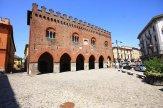 13 -Cremona, palazzo Cittanova, costruito nel 1265 all'esterno dell'antica città romana. Dopo un restauro della fine del XX secolo, attualmente è utilizzato per congressi e manifestazioni.