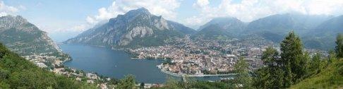 4 - Lecco, panoramica dal Monte Barro, da sinistra si vedono: il Moregallo, il Lario, il Monte San Martino e la città di Lecco