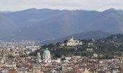 2-panorama-di-brescia con veduta del duomo e sullo sfondo il castello- una città ricca di arte e storia.
