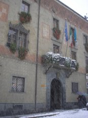 8 -Sondrio. Il Palazzo Pretorio, o della Ragione, oggi sede del comune. Particolare della facciata.