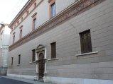 17 -Cremona. Il Palazzo Fodri di Cremona è uno dei più interessanti esempi di architettura del Rinascimento cremonese. Edificato da Guglielmo de Lera, la sua costruzione si protrasse dal 1488 agli inizi del '500