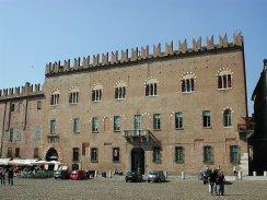 19 -Mantova. Palazzo Bonacolsi (Castiglioni) è un edificio storico di Mantova, sito in piazza Sordello, di fronte al palazzo ducale.