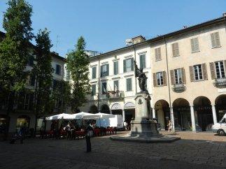 4 -Piazza del Podestà nel centro storico