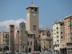 """8 -Savona. È p8roprio una torre il simbolo di questa città d'antica tradizione marinara; i Savonesi la chiamano """"a Campanassa"""" perché al suo interno è conservata un'enorme campana che anticamente fungeva da segnale d'allarme in caso di pericolo. La """"Campanassa"""", che è poi la torre campanaria del Brandale, è alta quasi 50 m. e sembra dominare ancora oggi tutta la città. Poco distante troviamo la Torre dei Corsi e la Torre degli Scolopi, mentre vicino al vecchio porto c'è la Torre di Leo Pancaldo."""