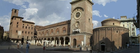 20 -Mantova. Piazza delle Erbe con Palazzo del Podestà, Palazzo della Ragione, Torre dell'Orologio e Rotonda di San Lorenzo