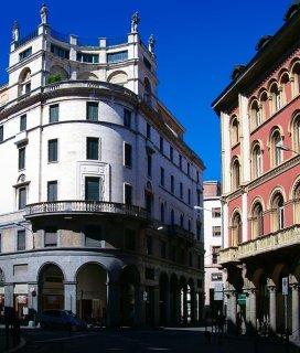 9 -Varese. Via Vittorio Veneto