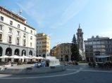 5 -Varese. Piazza Monte Grappa con il campanile di Giuseppe Bernascone sullo sfondo