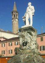 24 -Monumento a Mario Cermenati. è una scultura marmorea collocata nell'omonima piazza di Lecco in memoria del naturalista e geologo fondatore dei Musei civici di Lecco.L'opera inaugurata il 25 ottobre 1927.