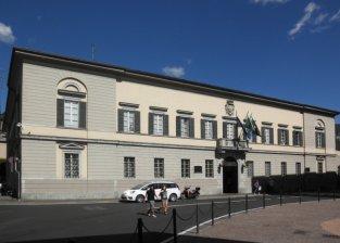 25 -Il palazzo Bonara. Il suo nome deriva da Giuseppe Bovara, l'architetto che lo progettò, oggi sede municipale di Lecco