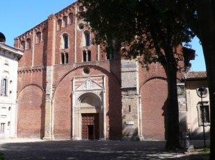 16 -Pavia. Basilica di San Pietro in Ciel d'Oro, prende il nome dalla cupola interna dorata. La sua costruzione risale al VII secolo D.C., in epoca longobarda, ed è considerata tra i più importanti monumenti religiosi medievali presenti nel centro storico della città.