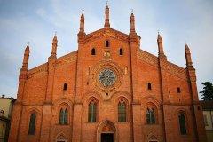 19 -Pavia. Chiesa di santa Maria del Ccarmine costruita tra il1300 e il 1470 , oggi, dopo un recente restauro, è sicuramente uno dei principali monumenti del centro storico di Pavia.Sia la facciata d'ispirazione romanica con il suo rosone in cotto ed i suoi pilastri che il suo suggestivo interno ricco di affreschi e dipinti, è buon motivo per visitarla.