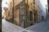 12 -Savona -Il vicino Palazzo Pozzobonello ospita, nelle sue sale una notevole collezione di opere del Rinascimento ligure, ceramiche savonesi del Cinquecento e del Seicento ed oggetti di uso comune e di piastrelle decorative smaltate.