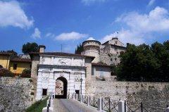 27 -portale_di_ingresso_-_castello_di_brescia_foto_luca_giarelli
