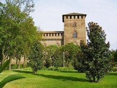 24 -Pavia. Veduta laterale del Castello Visconteo