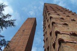 30 -Pavia dettagli delle torritorri-medievali
