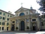 6 -Varese. La basilica collegiata di San Vittore 1300-1400 è un luogo di culto cattolico, situato nel centro di Varese, dedicato a san Vittore. Di sua pertinenza sono il campanile barocco, ed il Battistero di san Giovanni di stile gotico.