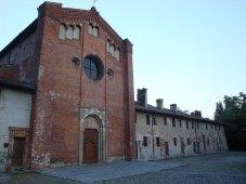 31 -Pavia. Chiesa di San Lanfranco, risalente al XII secolo, contiene la tomba del vescovo Lanfranco Beccari (m. 1189), realizzata nel 1498 dallo scultore e architetto Giovanni Antonio Amadeo (1447-1552), nato a Pavia. All'interno della chiesa vi è un affresco, tra i più antichi della città (XIII secolo), scoperto nel 1930 sotto l'intonaco, raffigurante l'assassinio di Tommaso Becket. La scena ritrae il vescovo che indossa la casula mentre viene colpito da cinque sicari.