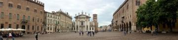 6 -Mantova, piazza Sordello di fronte la cattedrale (Duomo)