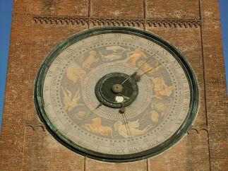 16 --Cremona-Orologio_astronomico_sul_Torrazzo