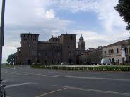 35 -Mantova. Il castello di San Giorgio è uno dei monumenti più rappresentativi della città di Mantova e fa parte della Reggia dei Gonzaga. Maniero a difesa della città-fortezza di Mantova, venne edificato dal 1395 al 1406 da Bartolino da Novara su committenza di Francesco I Gonzaga sulle rovine della Chiesa di Santa Maria di Capo di Bove.