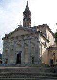 14 -Lecco. La Basilica di San Nicolò, è il principale luogo di culto cattolico della città. A seguito di notevoli ampliamenti venne dedicata a San Nicolò, patrono dei naviganti e dei barcaioli. Al suo interno custodisce arredi seicenteschi, una fonte battesimale del 1596 e parti romaniche del secolo XI. Ad identificare la chiesa è l'altissimo campanile, che, con i suoi 96 metri di altezza, rappresenta una delle torri campanarie più alte d'Italia.