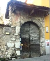 22 -Lecco. La presunta casa di Lucia è, secondo il romanzo di Alessandro Manzoni, il luogo di residenza di Lucia Mondella. L'abitazione si trova nel quartiere di Olate, nel comune di Lecco in Lombardia.