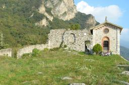 33 -Lecco. Entrata al Castello dell'Innominato Vercurago. Il castello viene citato nel capitolo XX del romanzo manzoniano quando don Rodrigo decide di andare dall'Innominato per parlare del rapimento di Lucia.