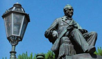 27 -l monumento ad Alessandro Manzoni, particolare