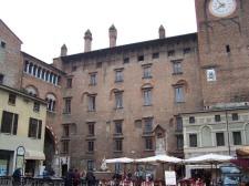 25 -palazzo-del-podesta-da-piazza-broletto