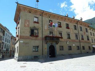 7 -Sondrio. Il Palazzo Pretorio, o della Ragione, oggi sede del comune. in Piazza Campello. La sua struttura risale all'XI secolo