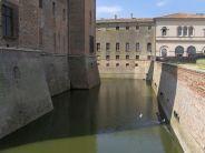 36 -Mantova. uno-scorcio-del-fossato-del-castello di San Giorgio.