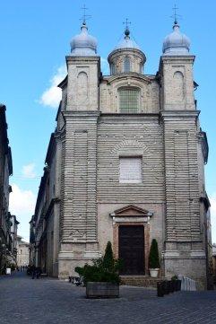 10 -Macerata. Chiesa di Filippo Neri, l'edificio sorge su pianta ellittica, è ricco di marmi e tele in pieno stile barocco.