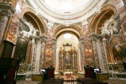 11 - -Macerata, interno della chiesa di San Filippo Nell'altare maggiore, opera del veneziano Giuseppe Boni, si ammirano stucchi del Piani e una tela rappresentante san Filippo in gloria opera del Mancini.